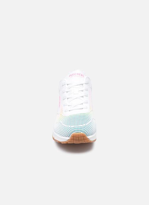 Sneaker Skechers UNO W weiß schuhe getragen