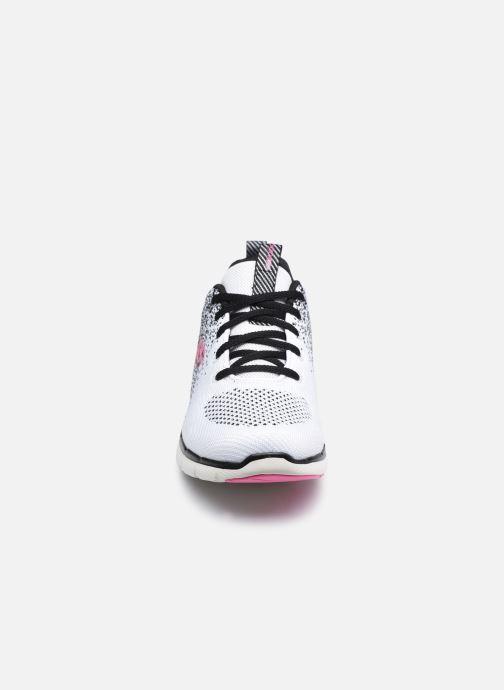 Sportschuhe Skechers FLEX APPEAL 3.0 W weiß schuhe getragen