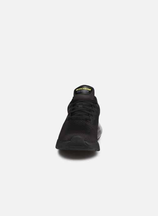 Sneakers Skechers Skech-Air Stratus Maglev Nero modello indossato