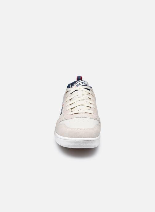 Baskets Skechers Endour Stallinger Beige vue portées chaussures