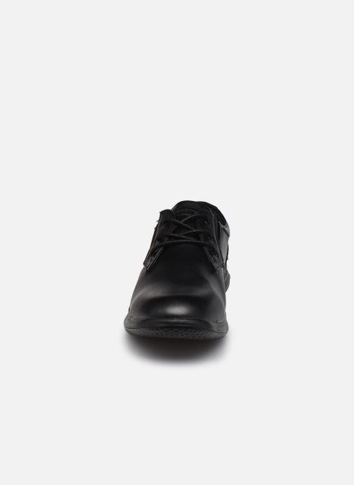 Zapatos con cordones Skechers Darlow Pace Negro vista del modelo