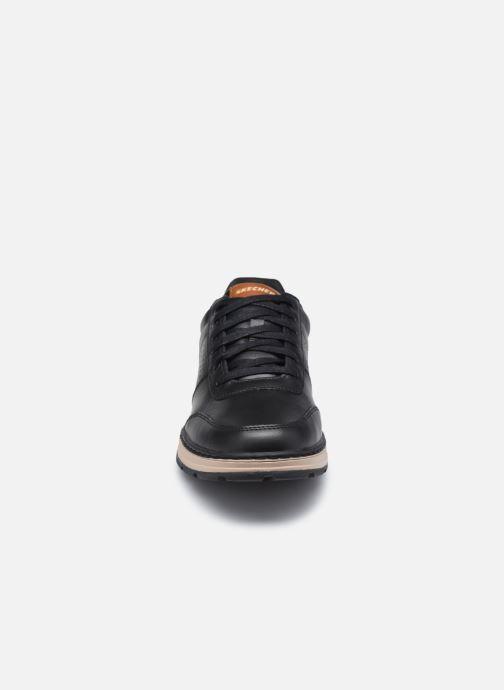 Sneakers Skechers Evenston Low Nero modello indossato