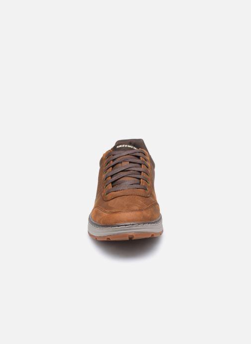Baskets Skechers Evenston Low Marron vue portées chaussures