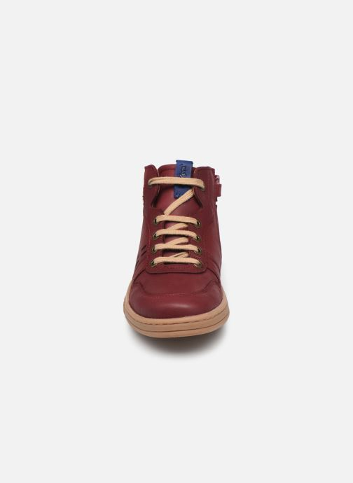 Sneakers Kickers Tackflo Bordò modello indossato