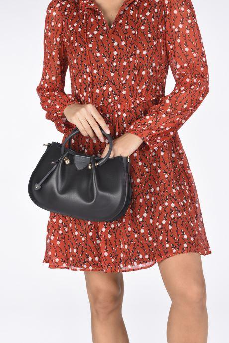 Handtaschen Hexagona ODE CROSS BODY schwarz ansicht von unten / tasche getragen