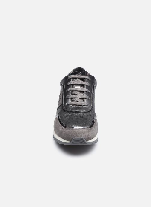 Sneaker Geox D TABELYA D94AQA022 silber schuhe getragen