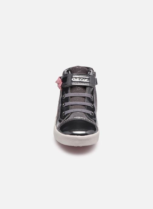 Sneaker Geox B Kilwi Girl B04D5D grau schuhe getragen