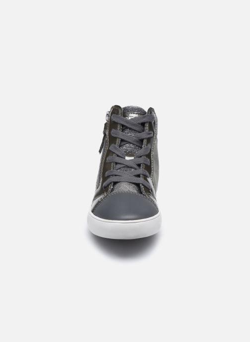 Sneakers Geox J Gisli Girl J024ND Grigio modello indossato
