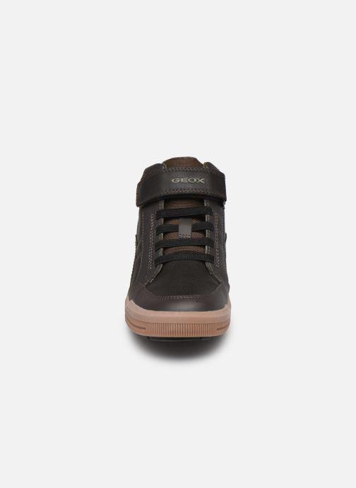 Baskets Geox J Arzach Boy J044AA Marron vue portées chaussures