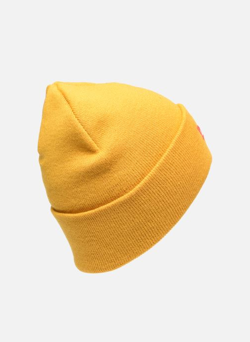 Bonnets Levi's BATWING EMBROIDERED SLOUCHY BEANIE Jaune vue portées chaussures
