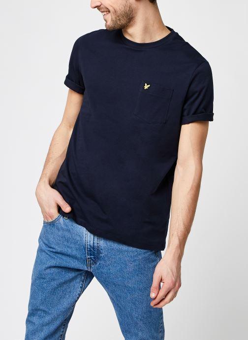 Vêtements Lyle & Scott Relaxed Pocket T-shirt Bleu vue détail/paire
