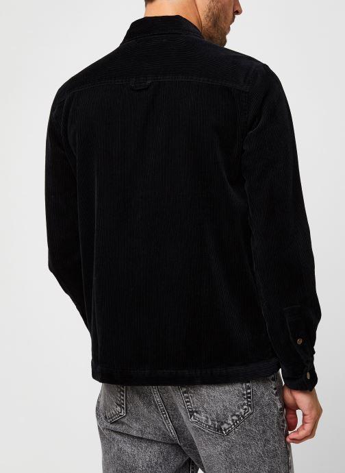 Vêtements Lyle & Scott Jumbo Cord Overshirt Noir vue portées chaussures