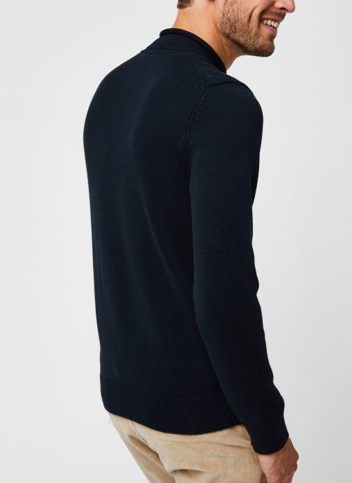 Vêtements Lyle & Scott Funnel Roll Top Knitted Jumper Bleu vue portées chaussures