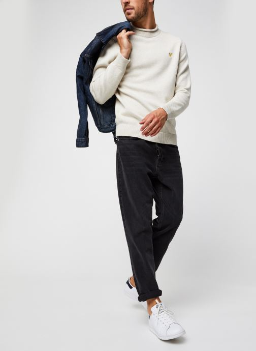 Vêtements Lyle & Scott Funnel Roll Top Knitted Jumper Blanc vue bas / vue portée sac