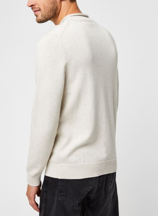 Vêtements Lyle & Scott Funnel Roll Top Knitted Jumper Blanc vue portées chaussures