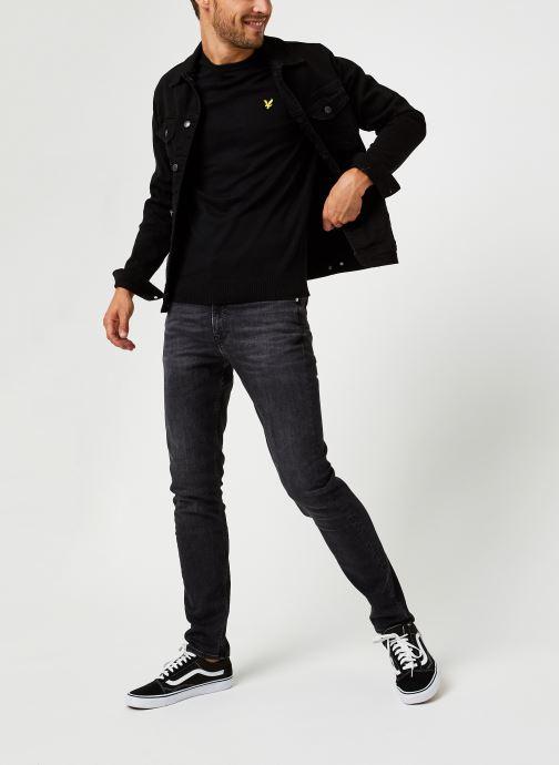 Vêtements Lyle & Scott Crew Neck Cotton Merino Noir vue bas / vue portée sac