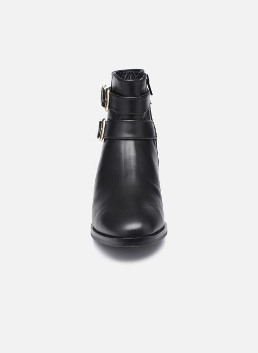 Botines  Clarks Pure Mid Fur Negro vista del modelo