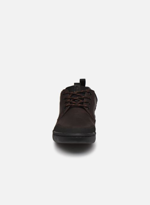 Sneakers Clarks AshcombeLoGTX Marrone modello indossato