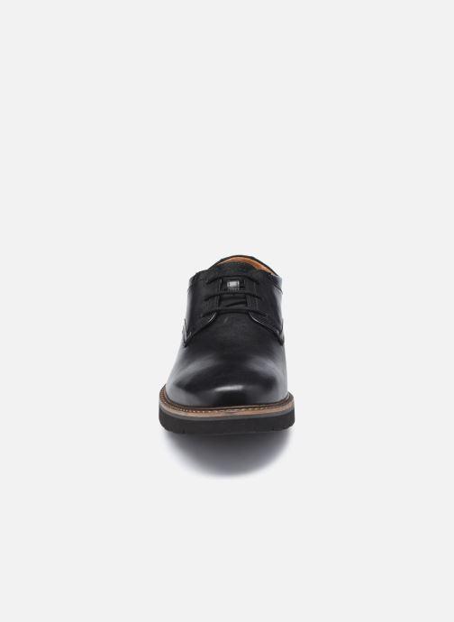 Scarpe con lacci Clarks Bayhill Plain Nero modello indossato