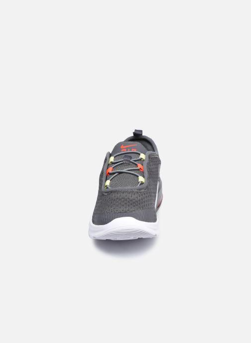 Deportivas Nike Nike Air Max Motion 2 (Pse) Gris vista del modelo