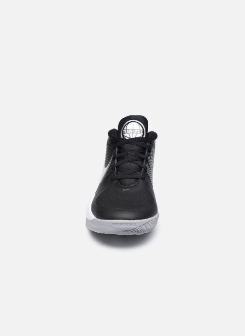 Chaussures de sport Nike Team Hustle D 9 (Gs) Noir vue portées chaussures