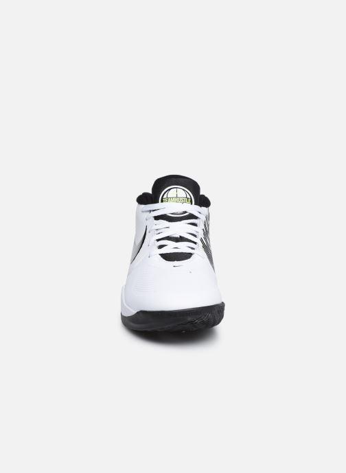 Sportschuhe Nike Team Hustle D 9 (Gs) weiß schuhe getragen