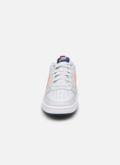 Deportivas Nike Nike Court Borough Low 2 (Gs) Gris vista del modelo