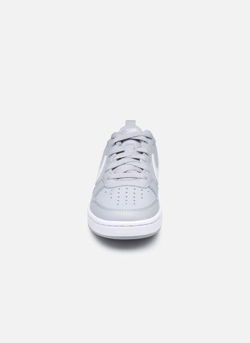 Baskets Nike Nike Court Borough Low 2 (Gs) Gris vue portées chaussures