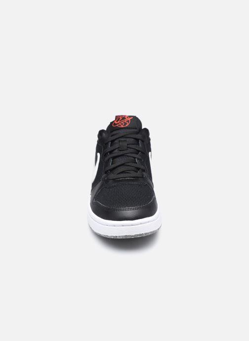 Sneakers Nike Court Borough Low 2 Se (Gs) Nero modello indossato