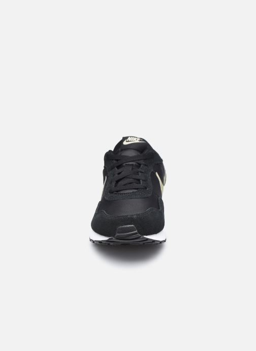 Deportivas Nike Nike Md Valiant (Gs) Negro vista del modelo