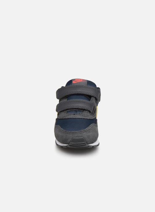Baskets Nike Nike Md Valiant (Tdv) Gris vue portées chaussures