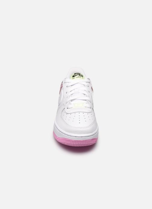 Sneakers Nike Nike Air Force 1 '07 Gs Bianco modello indossato