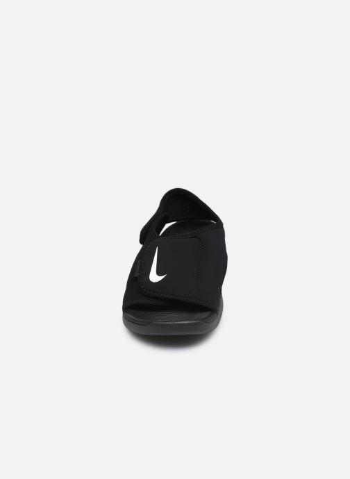 Sandalias Nike Sunray Adjust 5 V2 (Gs/Ps) Negro vista del modelo