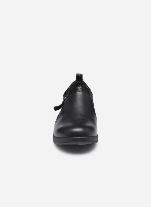 Sneakers Clarks Unstructured Un Adorn Zip Largeur E Nero modello indossato