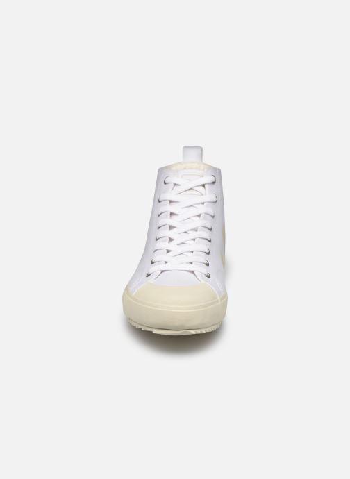 Sneakers Veja Nova Ht Bianco modello indossato