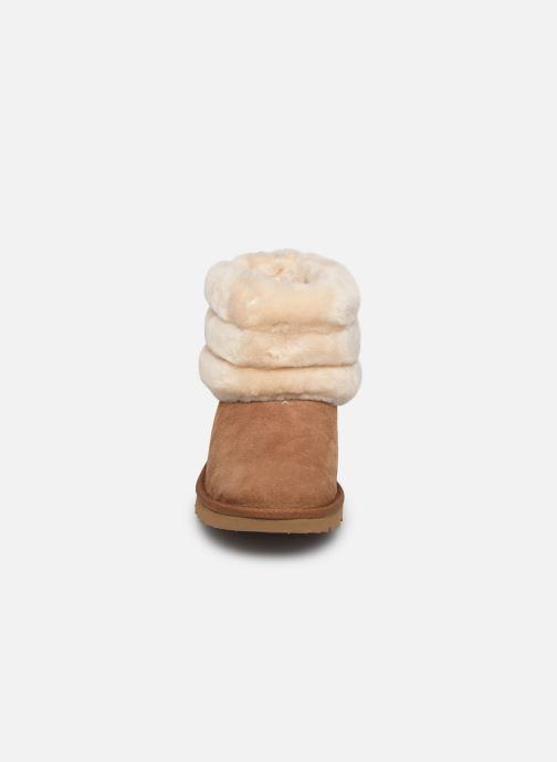 Botas UGG Mini Quilted Fluff Marrón vista del modelo