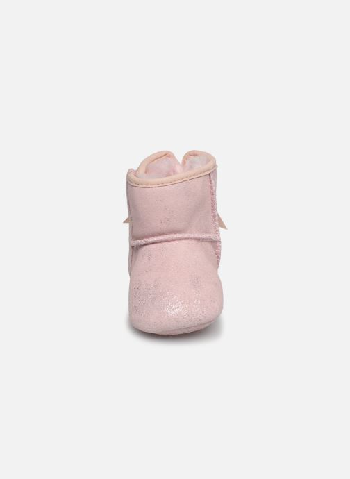 Chaussons UGG Jesse Bow II Shimmer Rose vue portées chaussures