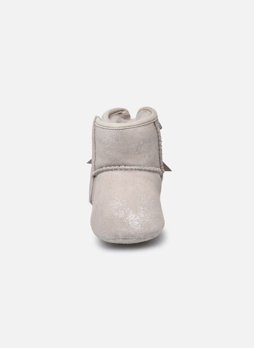 Chaussons UGG Jesse Bow II Shimmer Argent vue portées chaussures