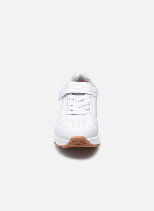 Sneakers Skechers Uno Air Blitz Bianco modello indossato