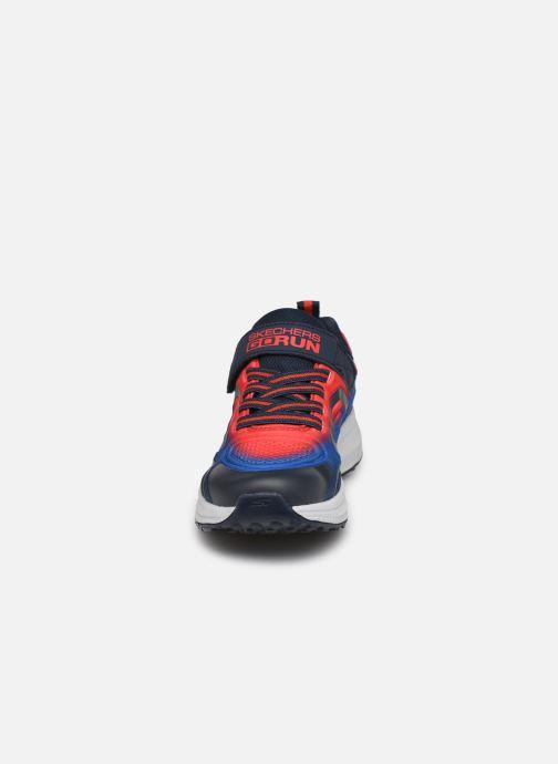 Sneakers Skechers Go Run Consistent Surge Sonic Azzurro modello indossato