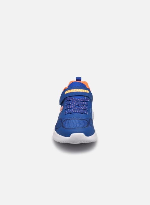 Sneakers Skechers Bounder K Azzurro modello indossato