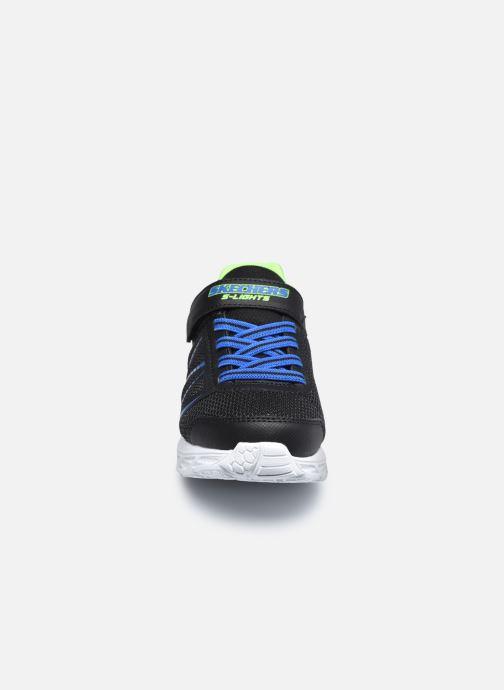 Sneakers Skechers Dynamic-Flash Nero modello indossato