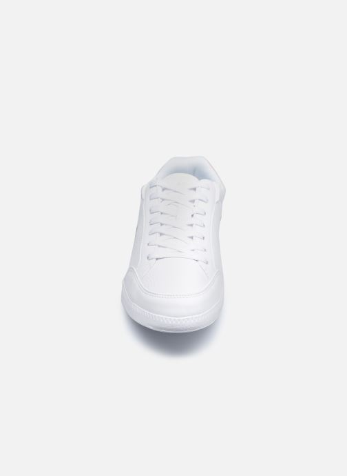 Baskets Lacoste Graduate Cap 0120 1 Sfa Blanc vue portées chaussures