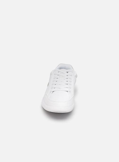 Baskets Lacoste Graduate Cap 0120 1 W Blanc vue portées chaussures