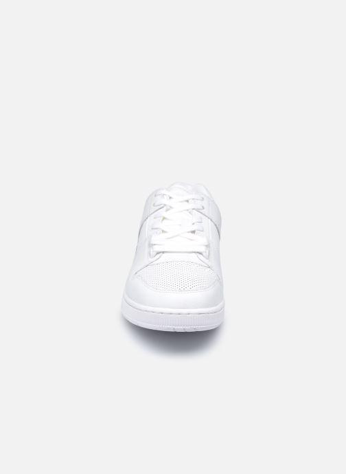 Baskets Lacoste Thrill 0120 2 Blanc vue portées chaussures