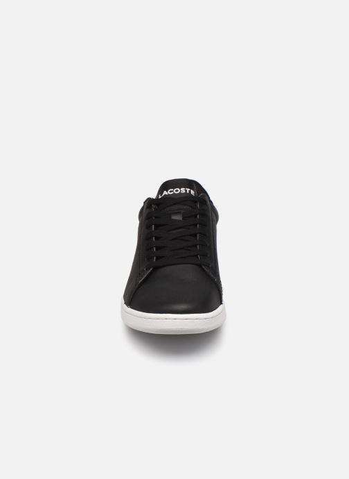 Sneakers Lacoste Carnaby Evo 0120 4 Nero modello indossato