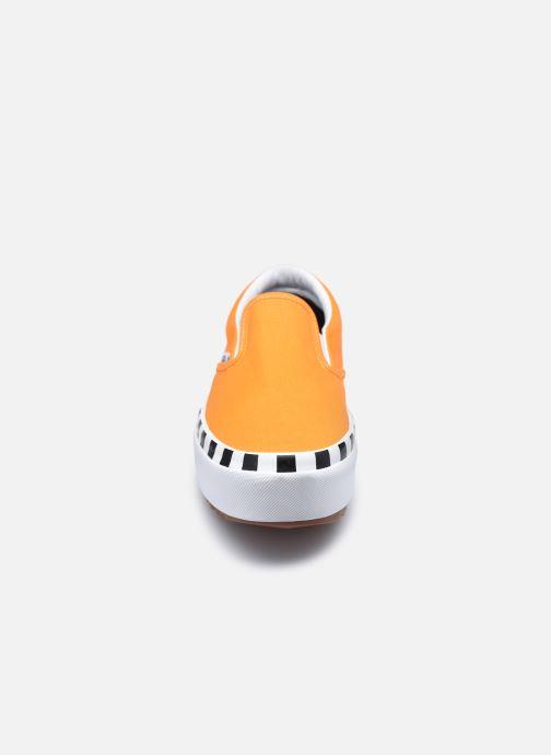 Deportivas Vans UA Classic Slip-On Stacked Naranja vista del modelo