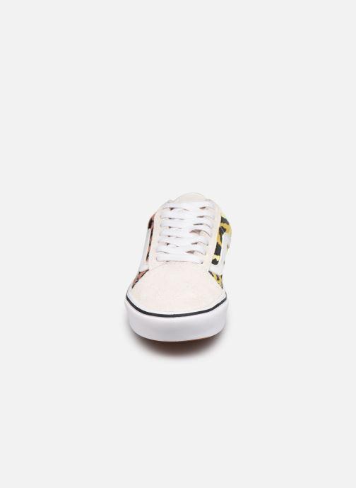 Sneaker Vans UA ComfyCush Old Skool weiß schuhe getragen