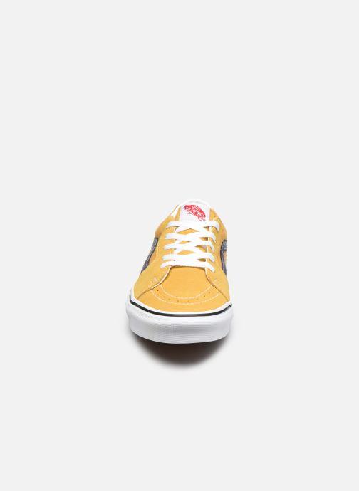 Sneakers Vans UA SK8-Low Giallo modello indossato