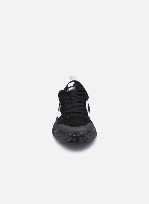Sneakers Vans UA UltraRange EXO SE Nero modello indossato